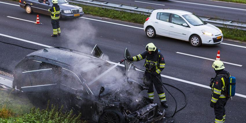 auto in vlammen op