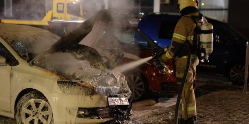 getakelde auto, vlam vatten