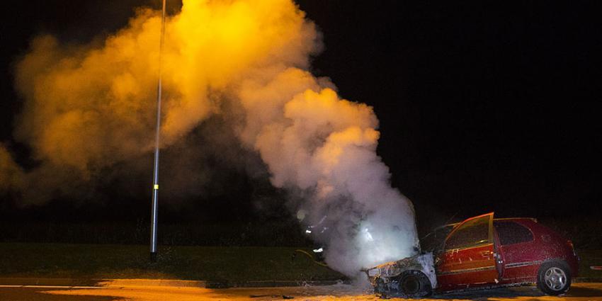Auto op A50 in vlammen op bij Son en Breugel