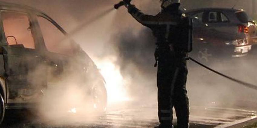 Dode gevonden in uitgebrande auto Amsterdam