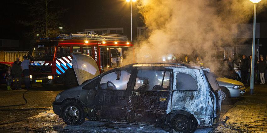 Auto in vlammen op in Boxel
