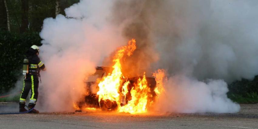 Drie auto's in Westkapelle in brand gestoken