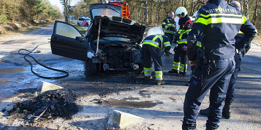 Auto in rook op in Oirschot