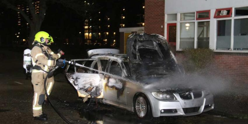 Auto in vlammen op door brandstichting