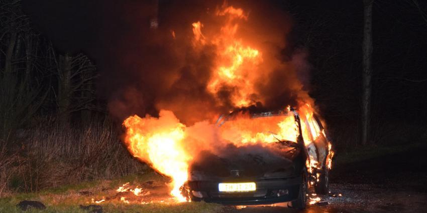 Auto raakt in brand tijdens rijden