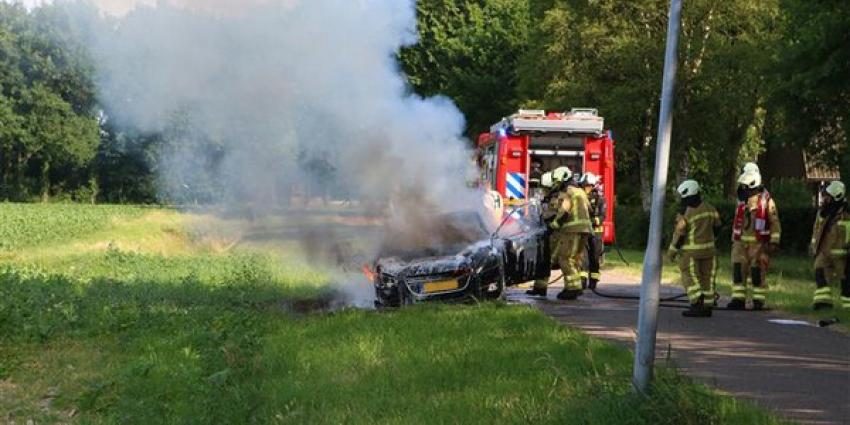 Auto brandt uit bij Annen