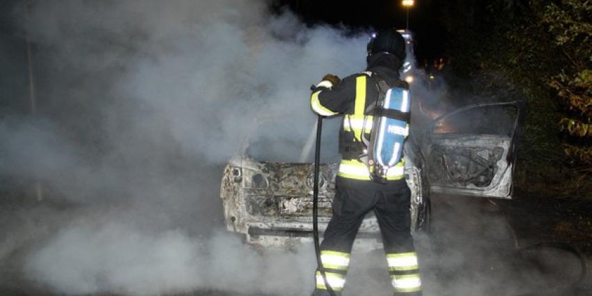 Foto van brandweerman die auto blust | Henk Brunink