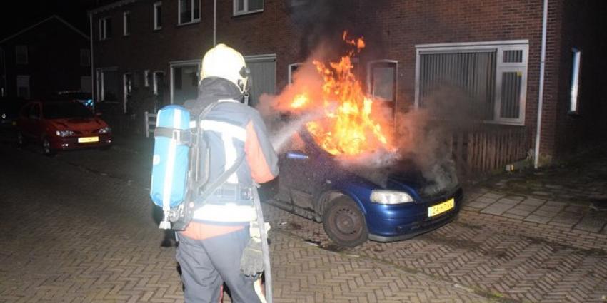 Auto in Hoogeveen brandt geheel uit
