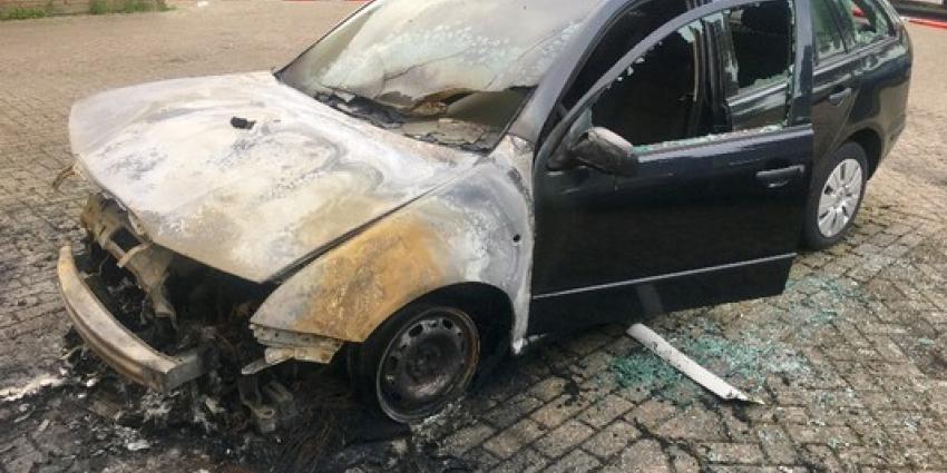 Veel schade na autobrand Vlaardingen