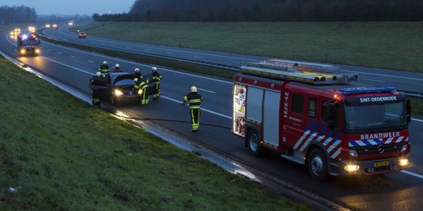 Autobrand op snelweg A50 bij Son en Breugel