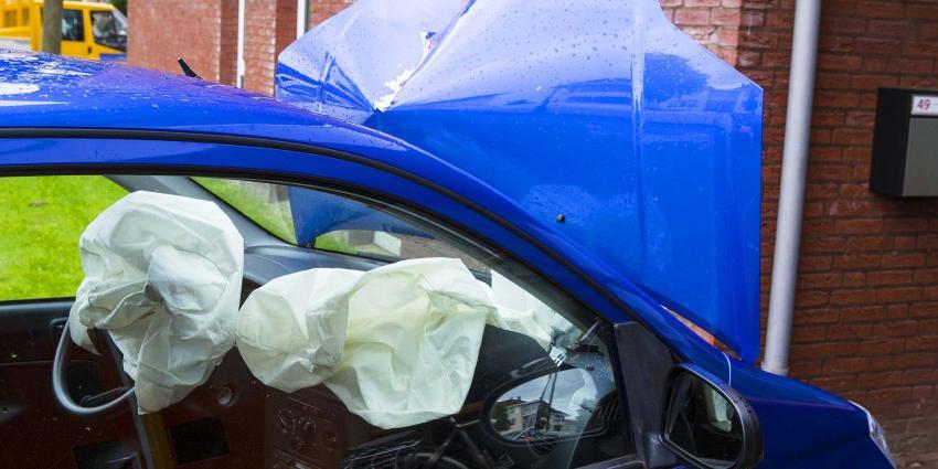 Auto ramt gevel Sociaal Cultureel Centrum Oirschot