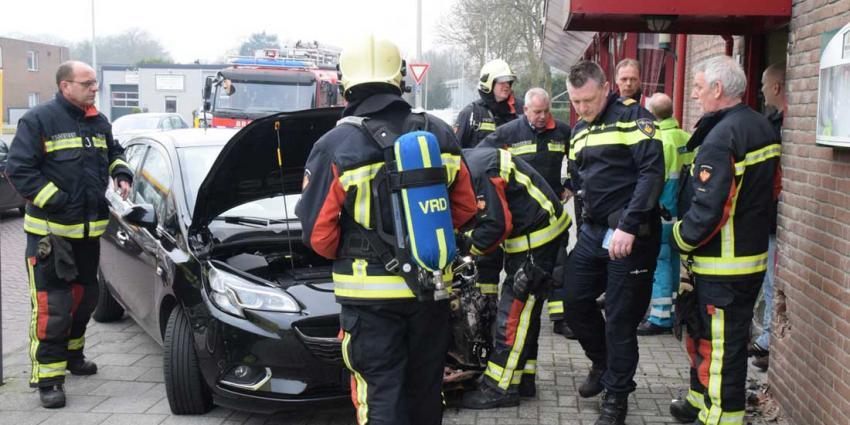 Auto rijdt tegen 'Chinese Muur' in Hoogeveen