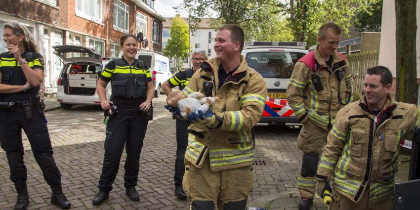 Brandweer redt 'baby' uit ondergrondse afvalcontainer
