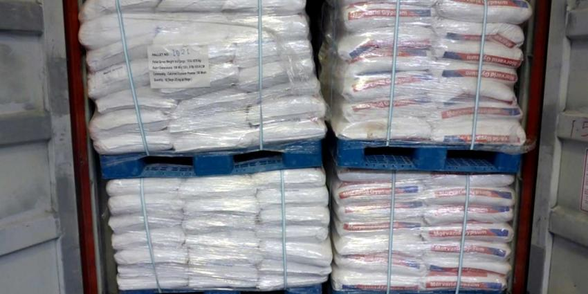 Voor 10 miljoen aan heroïne verstopt tussen balen gips uit Iran