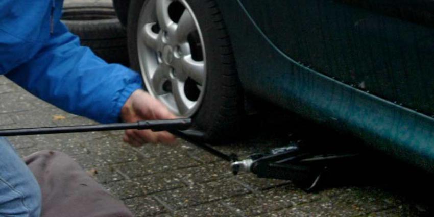 Man steekt van 21 auto's banden lek in Tilburg