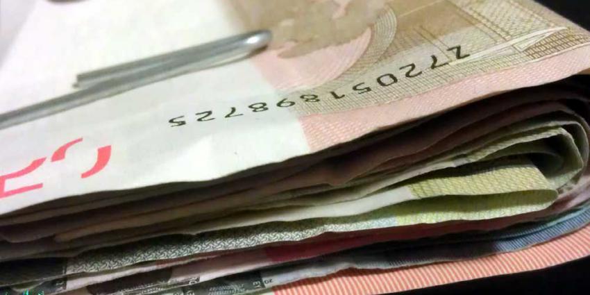 Slachtoffer straatroof had 100.000 euro opgenomen bij 'bankmol'