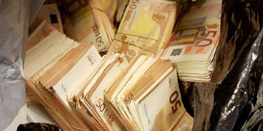 Voor duizenden euro's opgevist in Sloterplas in Amsterdam
