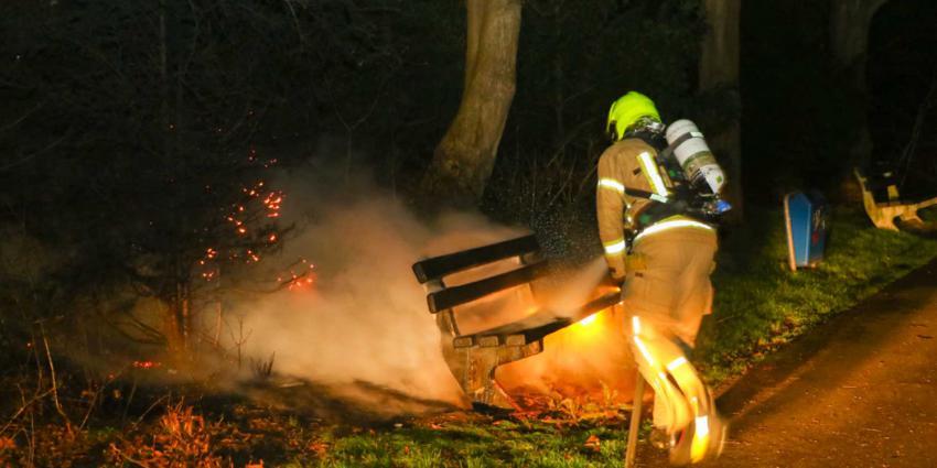 Weer bankje in brand gestoken in vlaardingen