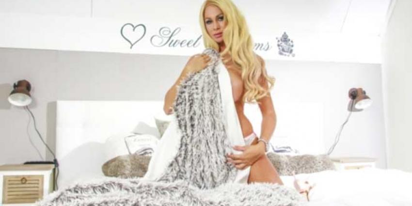 Heel Nederland mag borsten en billen van Barbie voelen