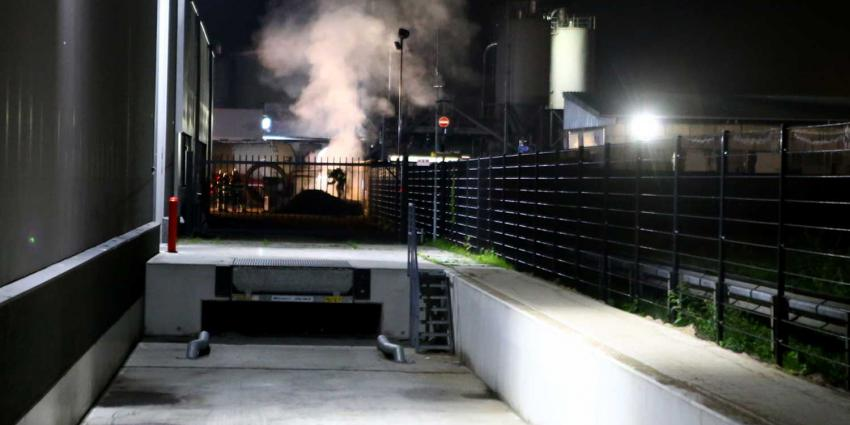 Brandweer druk doende met buitenbrand op bedrijventerrein Ladonk in Boxtel