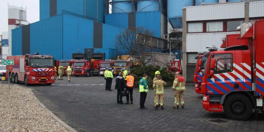 Brandweer schaalt groot op na brandmelding bij chemisch bedrijf in Botlek