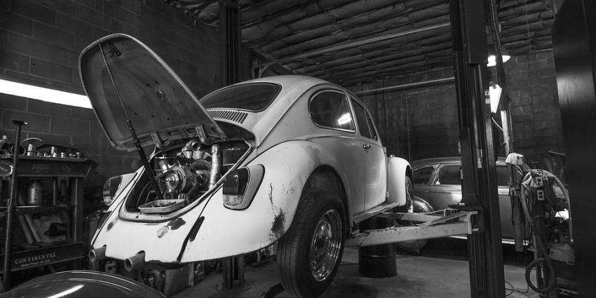 Volkswagen Kever op brug