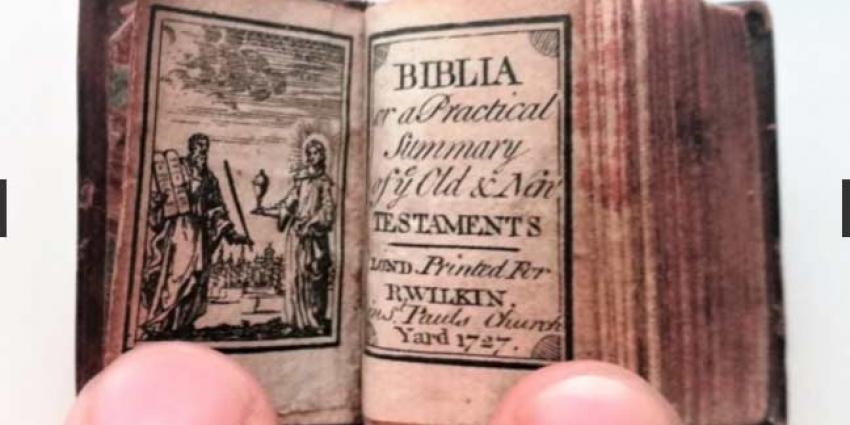 Kleinste bijbel ter wereld onder de hamer