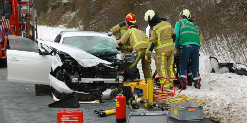 beknelling-auto-brandweer-knippen