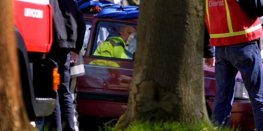 Vrouw uit auto geknipt na eenzijdige aanrijding
