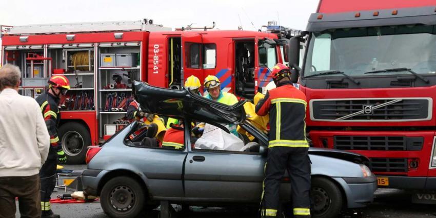 Automobilist bekneld bij ongeval bij Valthermond