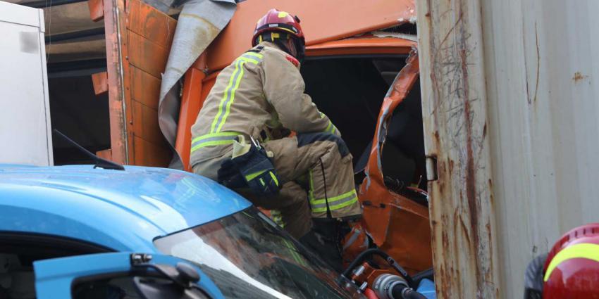 beknelling-vrachtwagen-brandweer