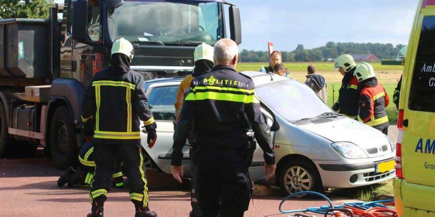 Vrouw bekneld na aanrijding met vrachtwagen Gieterveen