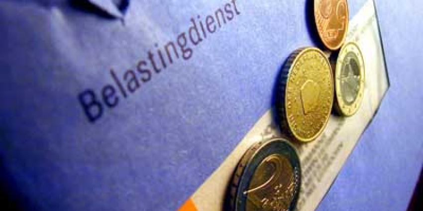Foto van belastingenvelop en munten | Archief EHF