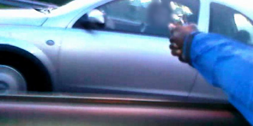 Politie geeft beelden vrij beschieting auto A10