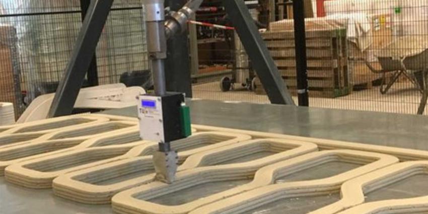 Betonprinter begonnen met eerste brugdeel voor randweg bij Gemert
