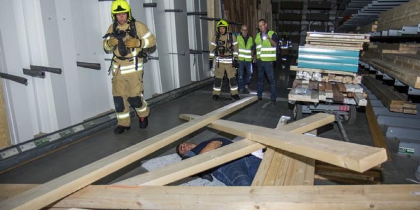 BHV en brandweer oefenen ernstig ongeval in bouwmarkt