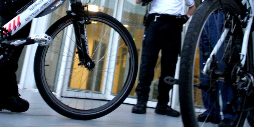 Drie aanhoudingen na mishandeling politiebikers Prinsenbeek