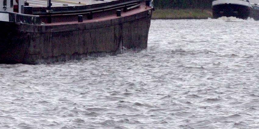 Drie schepen op de Waal met elkaar in aanvaring gekomen