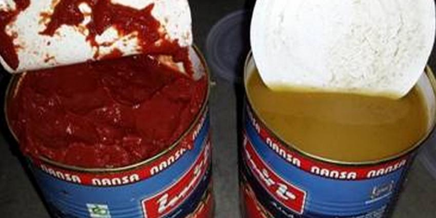Foto van blik tomatenpasta en blik heroïne | Min. Financiën