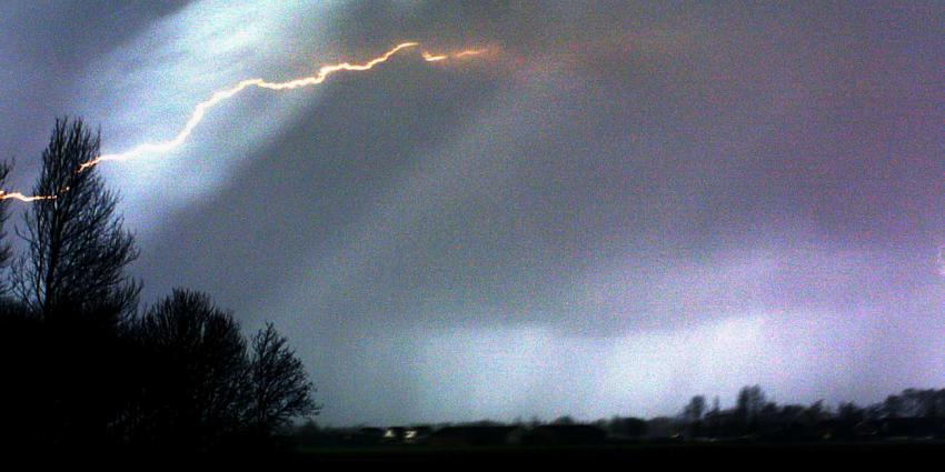 KNMI geeft code geel voor kans op onweer