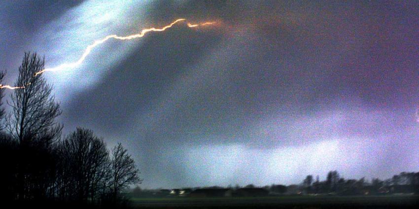 Drukkere avondspits verwacht door flinke onweersbuien