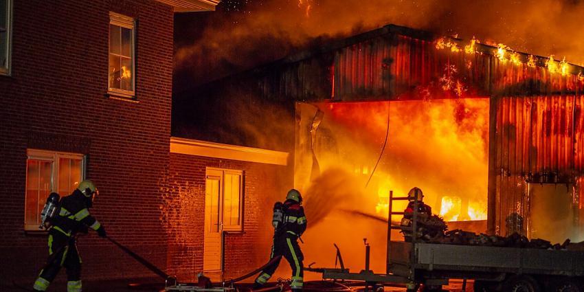 Loods verwoest door brand in Buitenpost