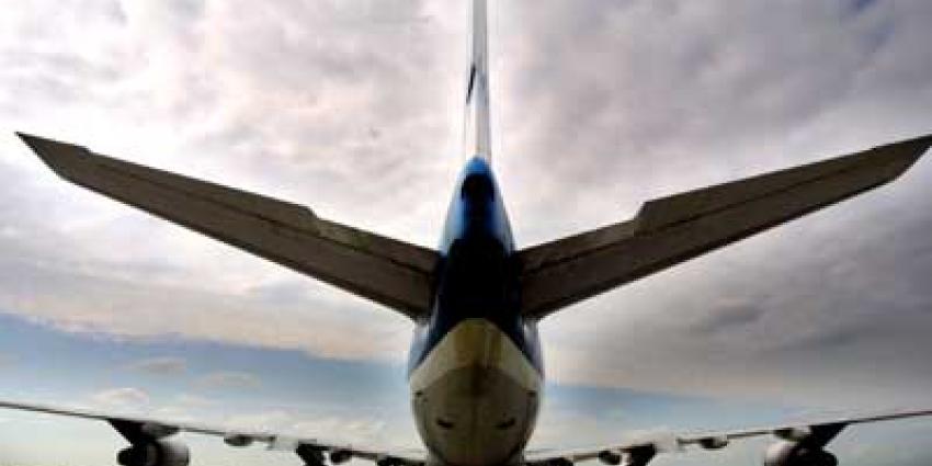 Toestel KLM terug naar Schiphol na vogel in motor