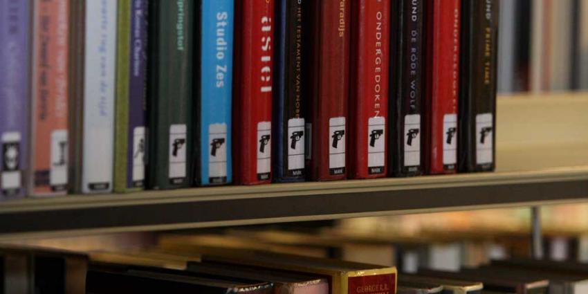 Na Belgische boekenkakker een Nederlandse hoekpoeper in bibliotheek