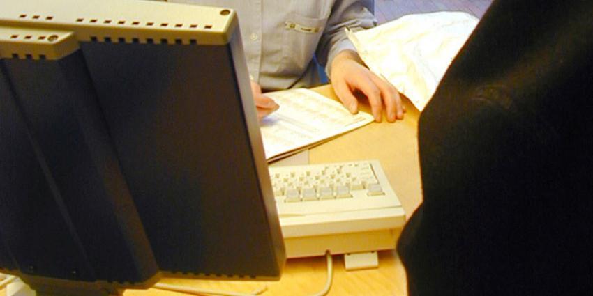 NVWA doorzoekt bedrijf op illegale gewasbeschermingsmiddelen