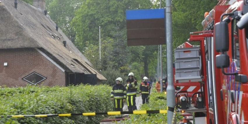 Brand in rietgedekte boerderij in Norg
