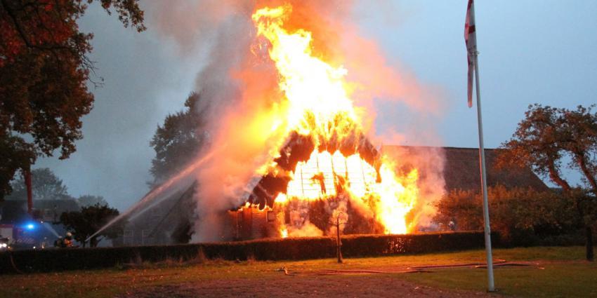 Woonboederij in vlammen op in Zweeloo