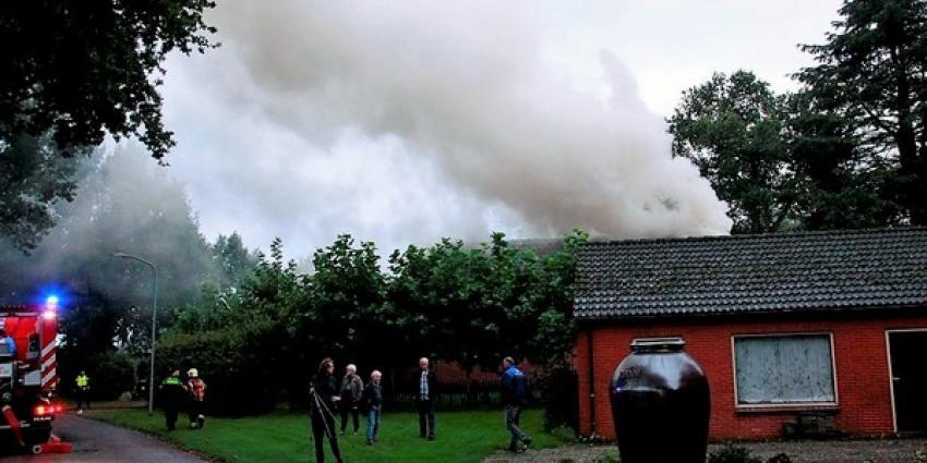 Uitslaande brand bij boerderij in Drouwen