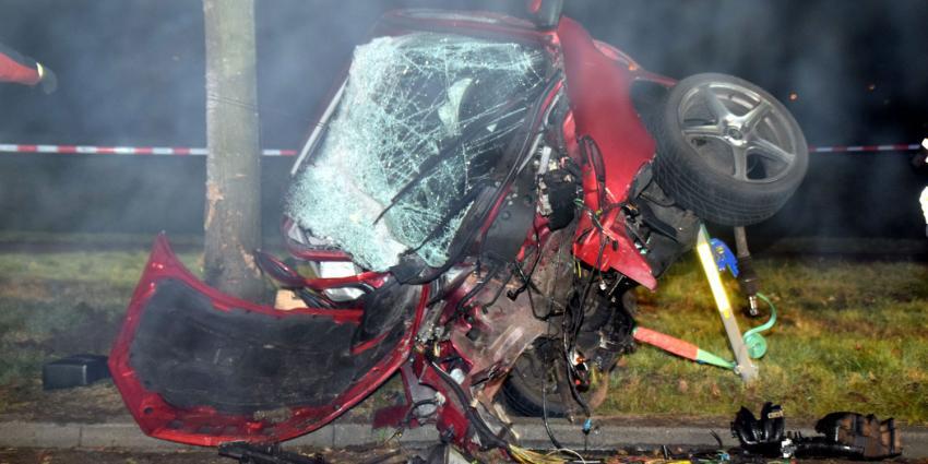 Automobilist raakt zwaargewond bij aanrijding in Hoogeveen