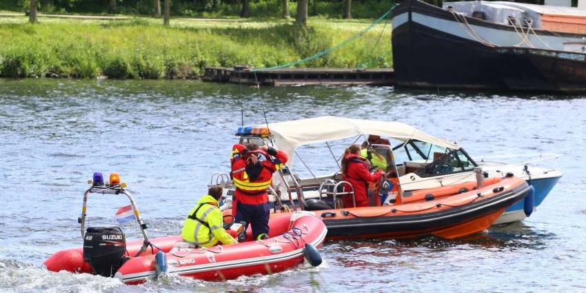 Boot maakt water in haven van Wessem